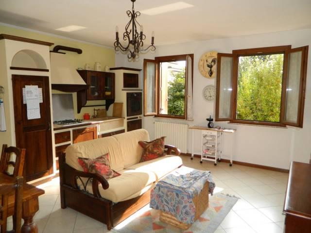 Appartamento in vendita a Curtatone, 2 locali, prezzo € 85.000 | CambioCasa.it