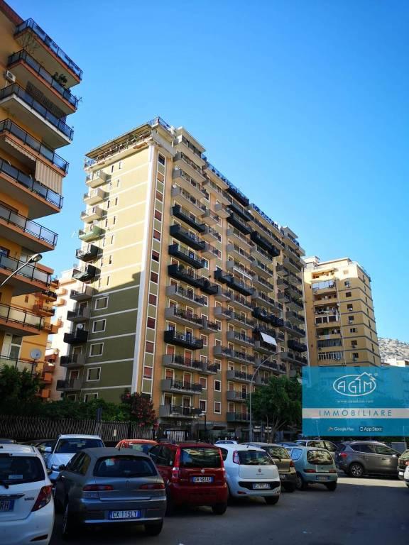 Appartamento in Vendita a Palermo Centro:  3 locali, 80 mq  - Foto 1
