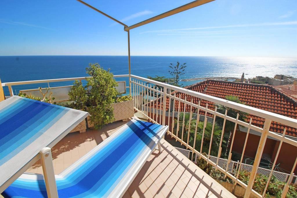 Appartamento in buone condizioni arredato in vendita Rif. 9156501