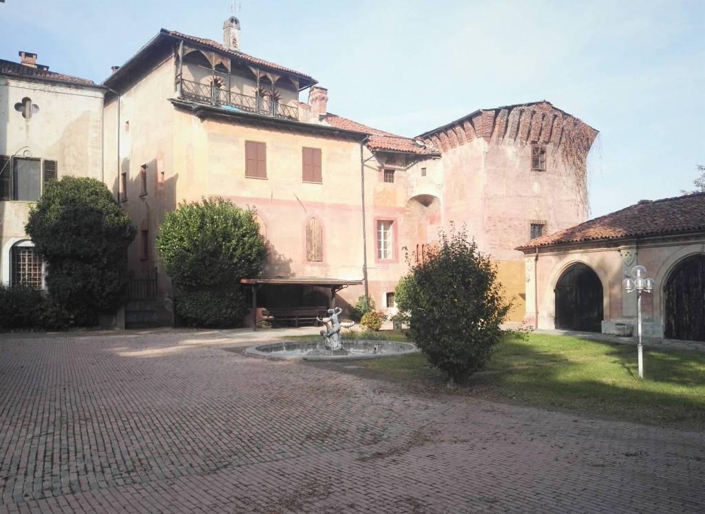 Palazzo / Stabile in vendita a Envie, 20 locali, prezzo € 1.250.000   PortaleAgenzieImmobiliari.it