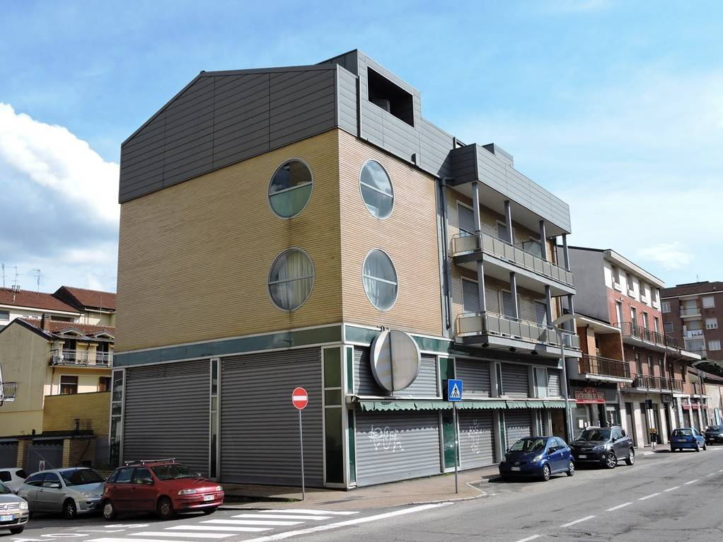 Immagine immobiliare Nichelino - Via Torino 25 L'immobile è situato al civico 25 di via Torino, nel tratto compreso tra via XXV Aprile e via Cuneo. Il negozio è caratterizzato dalla presenza di ampie vetrine su strada e grande...