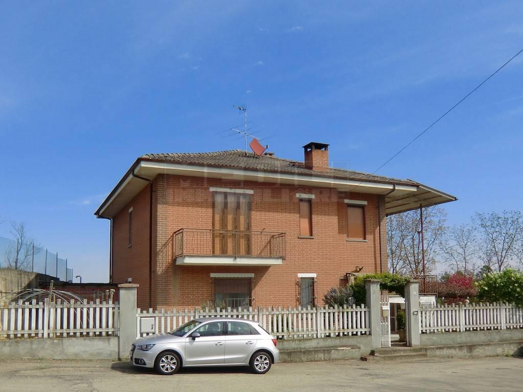 Villa in vendita a Portacomaro, 8 locali, prezzo € 280.000 | PortaleAgenzieImmobiliari.it