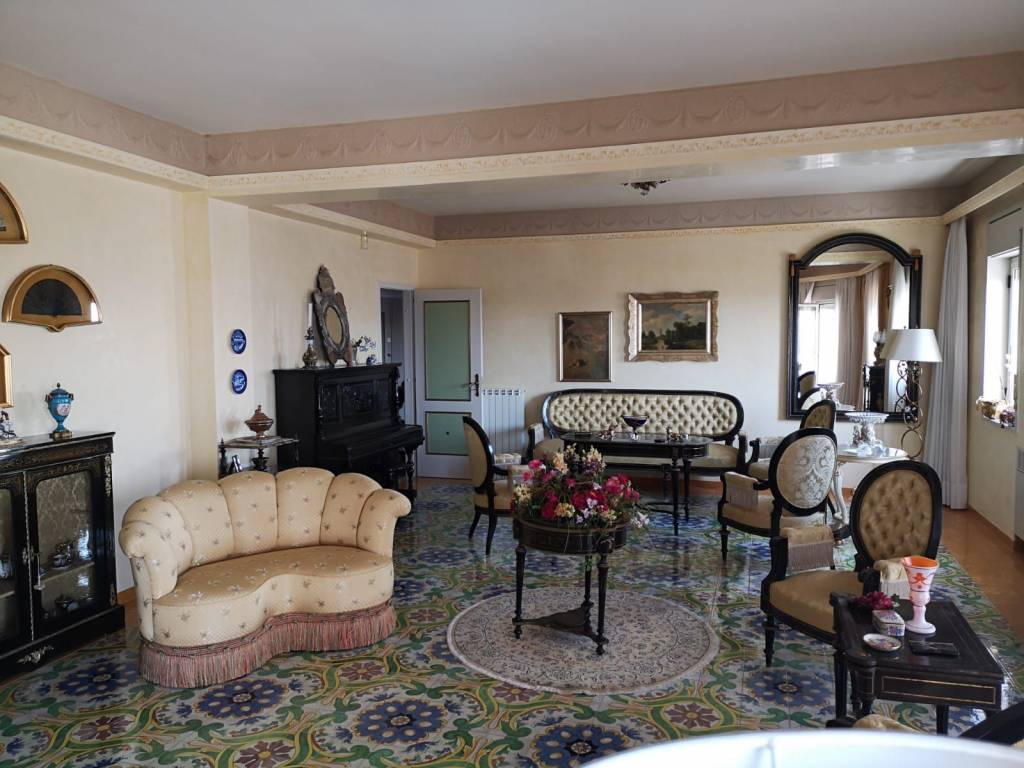 Appartamento in vendita a Caltagirone, 8 locali, prezzo € 150.000 | CambioCasa.it