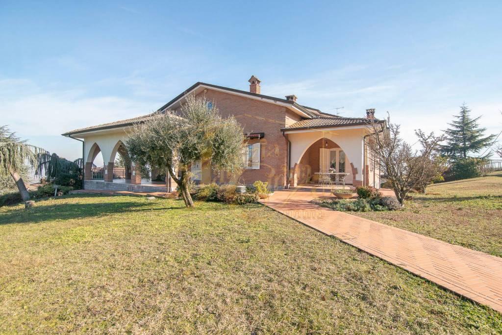Villa in Vendita a Ziano Piacentino Centro: 5 locali, 1455 mq