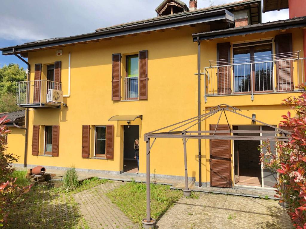 Villa a Schiera in Vendita a Vedano Olona