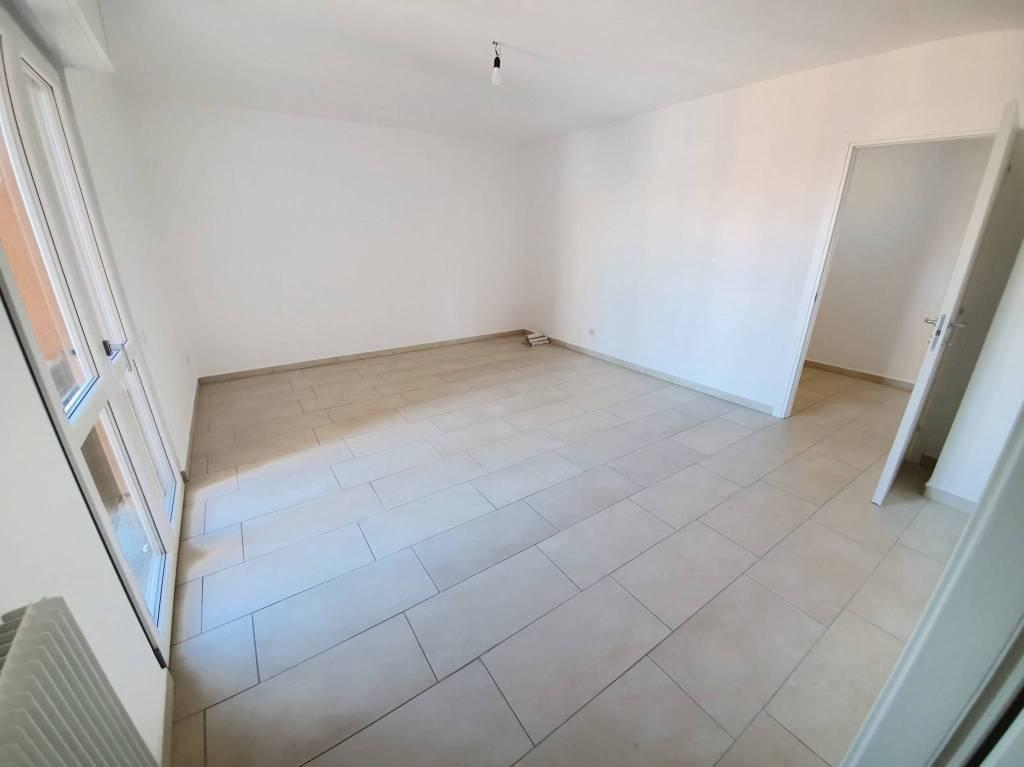 Appartamento in vendita a Saronno, 4 locali, prezzo € 229.000 | CambioCasa.it