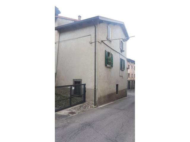 Appartamento in buone condizioni parzialmente arredato in vendita Rif. 4234027