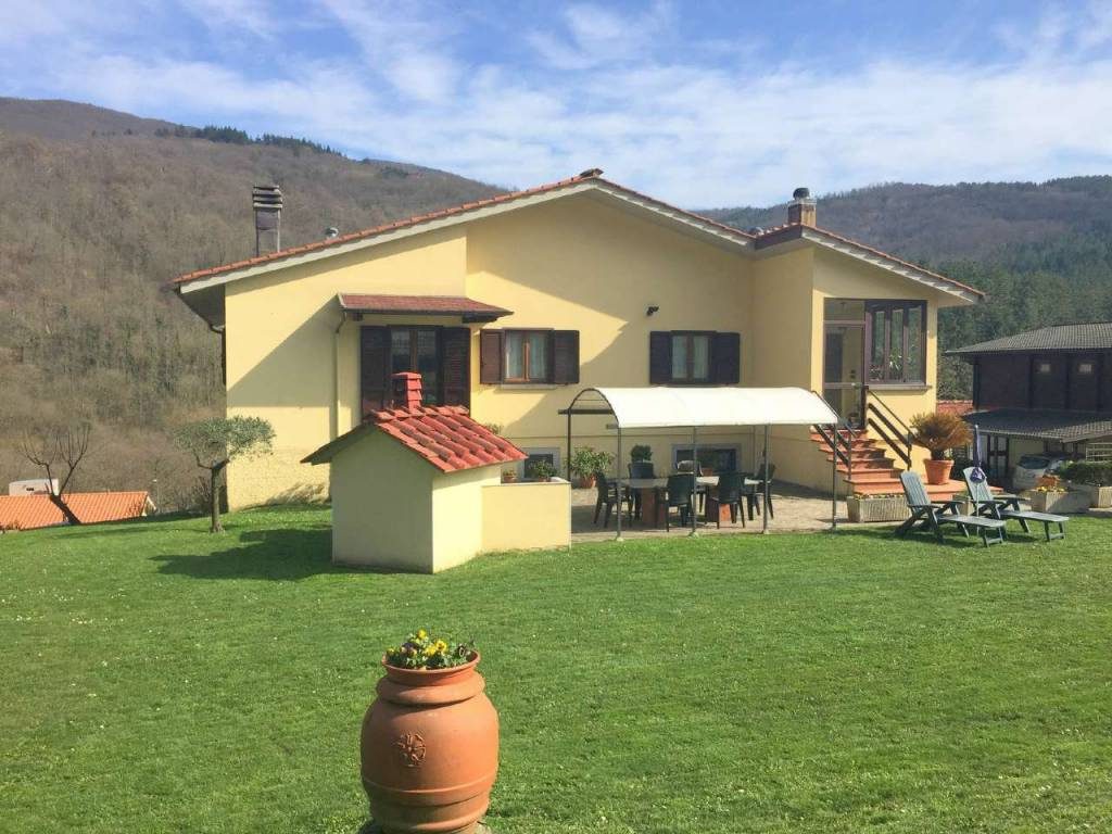 Casa indipendente in Vendita a Vaglia Periferia: 5 locali, 290 mq