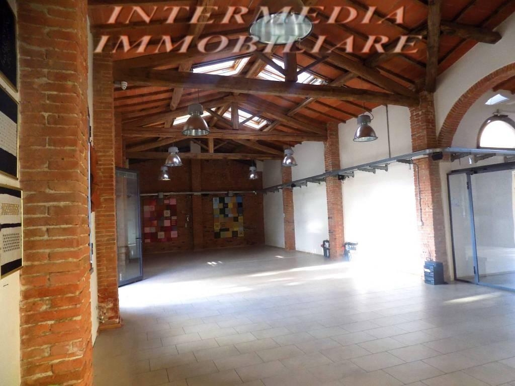 Negozio / Locale in affitto a Montevarchi, 6 locali, prezzo € 3.500 | CambioCasa.it