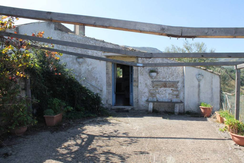 Rustico / Casale in vendita a Buccheri, 3 locali, prezzo € 40.000   CambioCasa.it