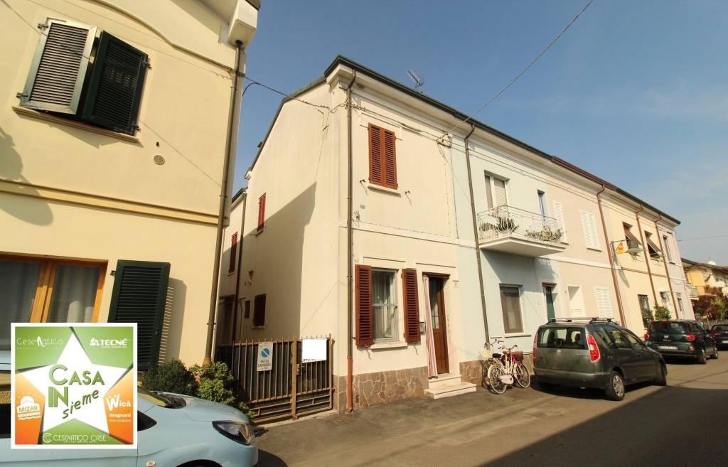 Casa indipendente in Vendita a Cesenatico Centro: 4 locali, 88 mq