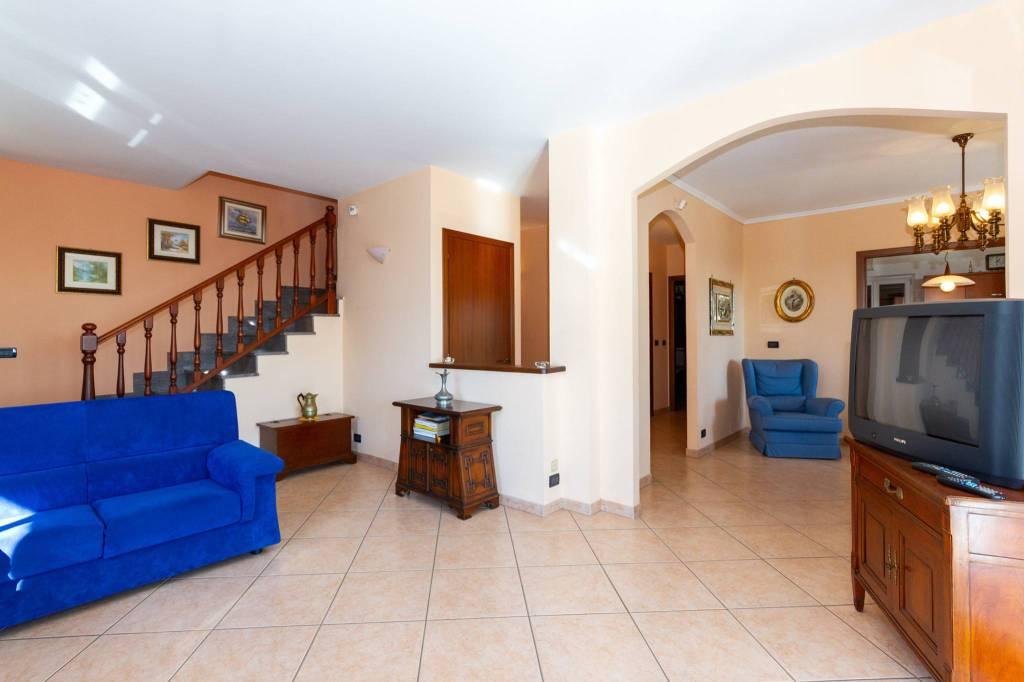 Villa in vendita a Almese, 7 locali, prezzo € 420.000   CambioCasa.it