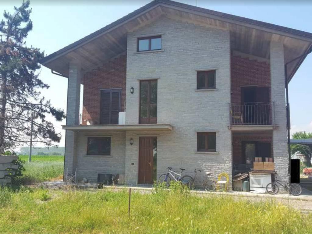 Villa in vendita a Castagnole Piemonte, 14 locali, prezzo € 310.000 | PortaleAgenzieImmobiliari.it