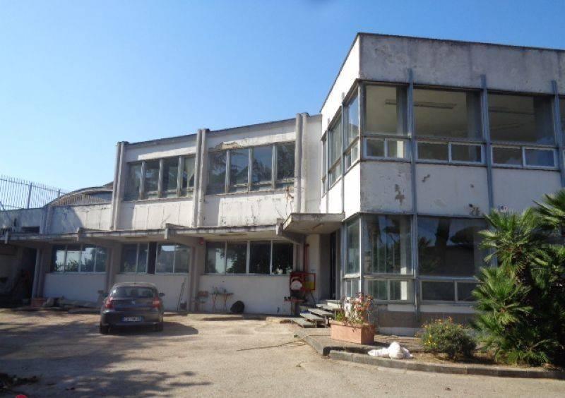 Capannone in vendita a Giugliano in Campania, 1 locali, prezzo € 1.550.000   CambioCasa.it