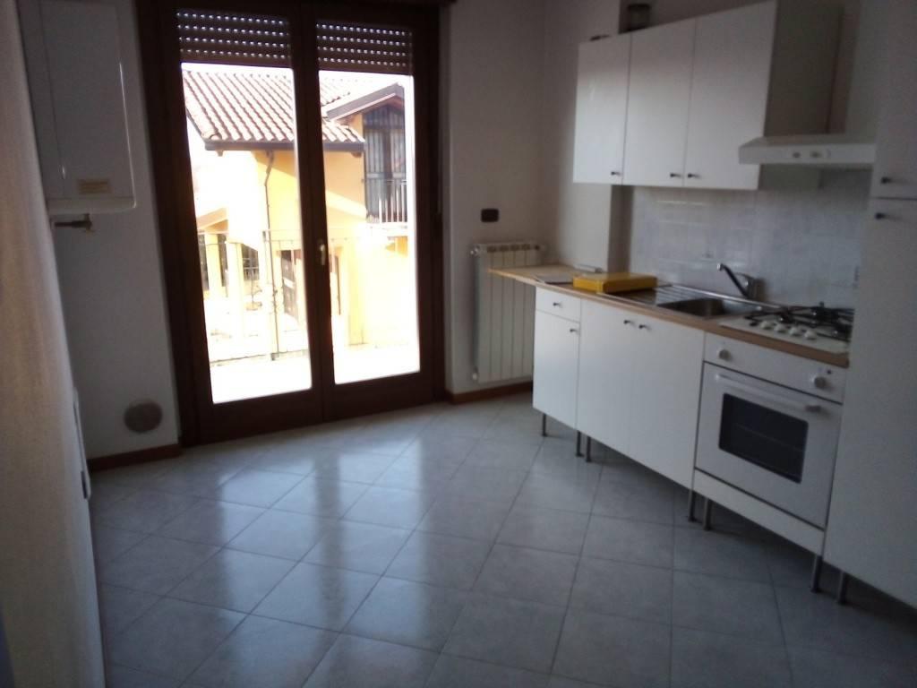 Appartamento in vendita a Boltiere, 2 locali, prezzo € 77.000 | CambioCasa.it