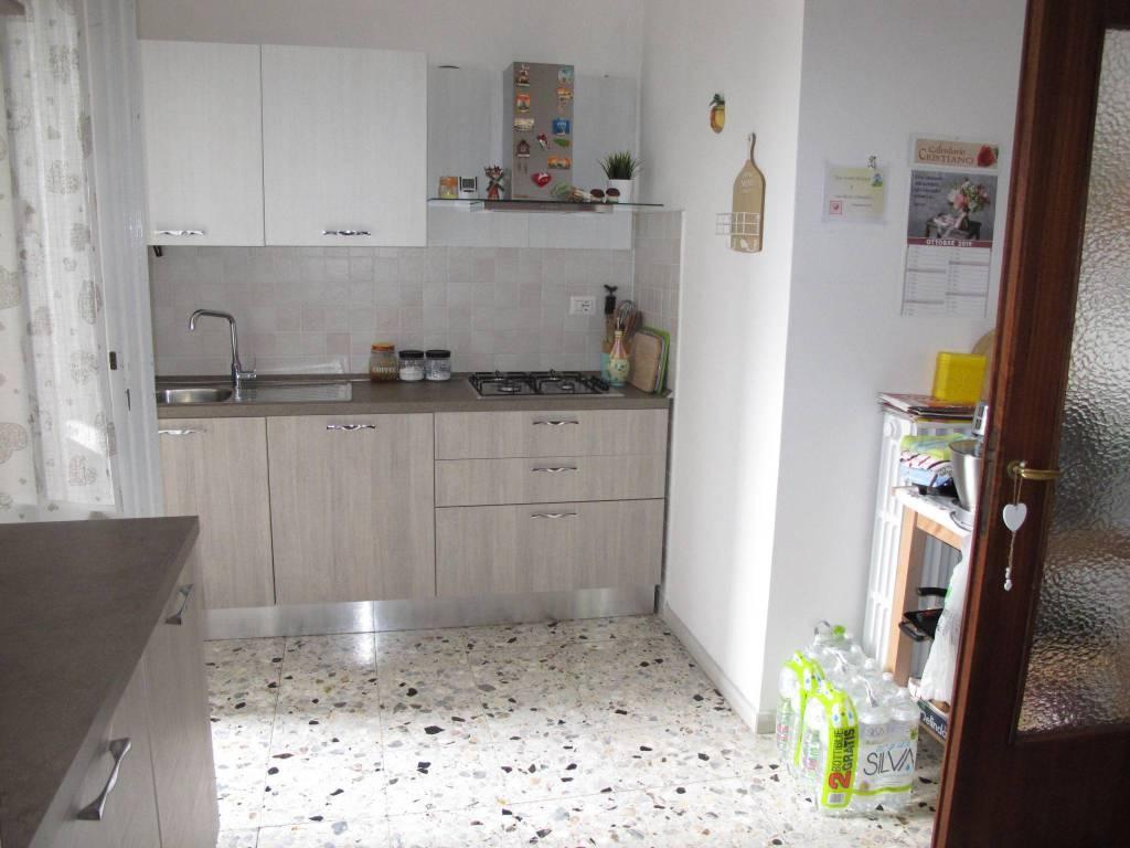 Appartamento in Affitto a Pistoia Semicentro: 4 locali, 93 mq
