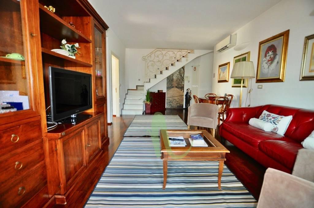 Appartamento in Vendita a Savignano Sul Rubicone Centro: 4 locali, 155 mq