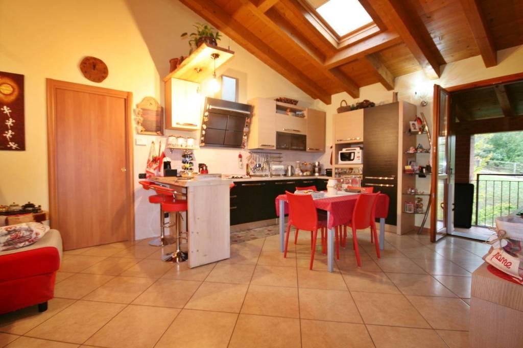 Appartamento in vendita a Monguzzo, 3 locali, prezzo € 160.000 | PortaleAgenzieImmobiliari.it