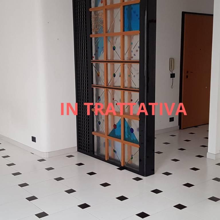 Appartamento in buone condizioni parzialmente arredato in affitto Rif. 8326877