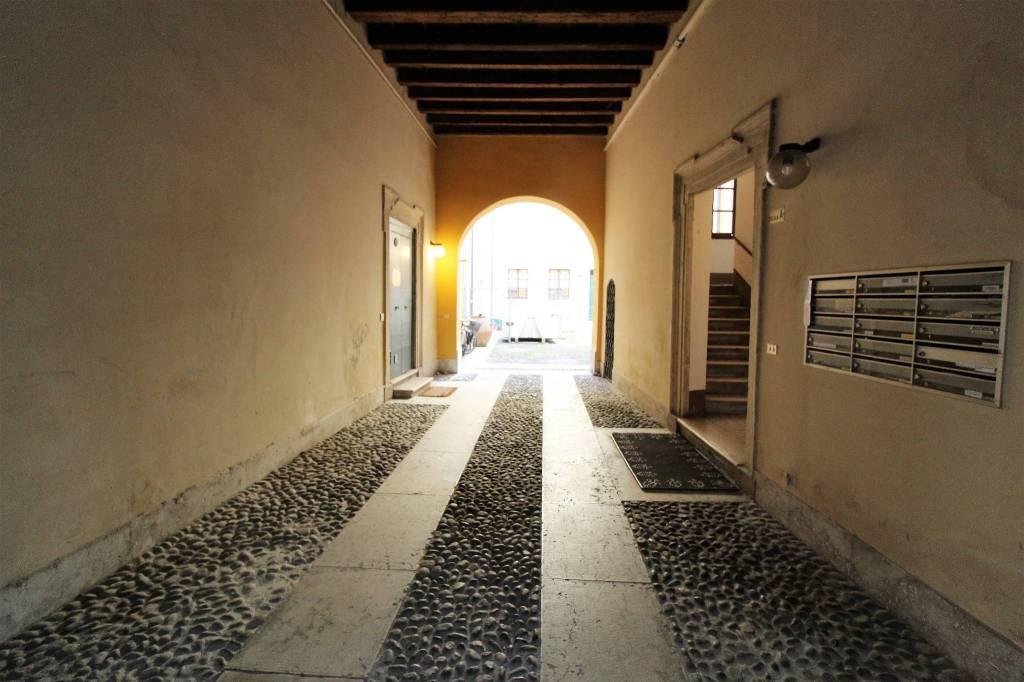 Ufficio / Studio in vendita a Verona, 3 locali, zona Zona: 2 . Veronetta, prezzo € 310.000   CambioCasa.it