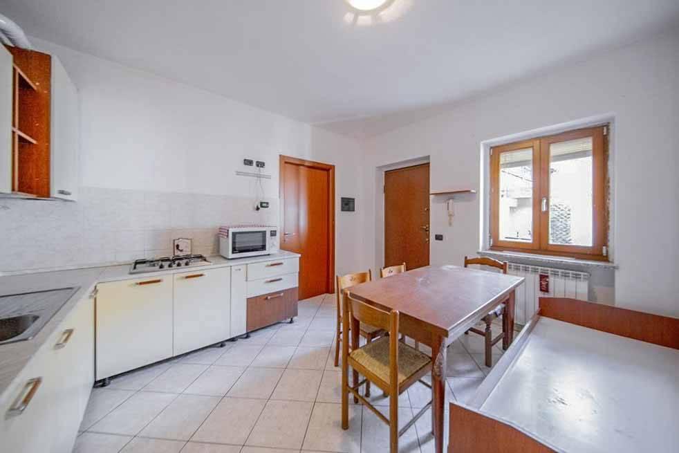 Appartamento in buone condizioni in vendita Rif. 7483774