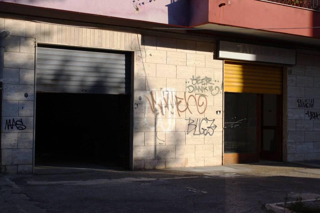 Negozio-locale in Vendita a Foggia Semicentro:  2 locali, 185 mq  - Foto 1