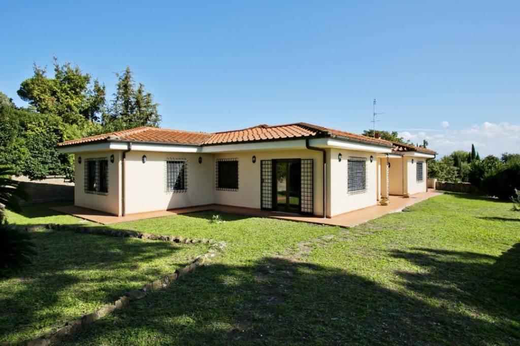 Villa in vendita a Riano, 9 locali, prezzo € 575.000 | CambioCasa.it