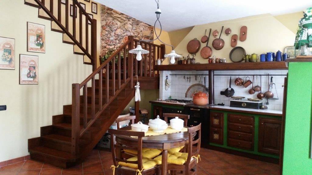 Villa in vendita a Mombasiglio, 5 locali, prezzo € 170.000 | PortaleAgenzieImmobiliari.it