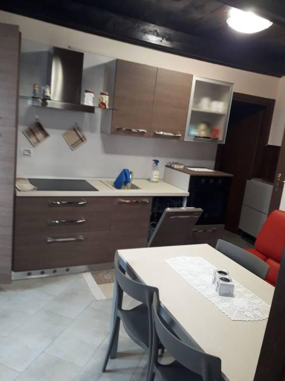 Appartamento in affitto a Brusson, 2 locali, prezzo € 500 | CambioCasa.it
