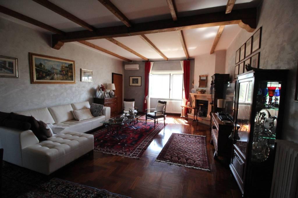 Villa in vendita a Anguillara Sabazia, 6 locali, prezzo € 299.000   CambioCasa.it