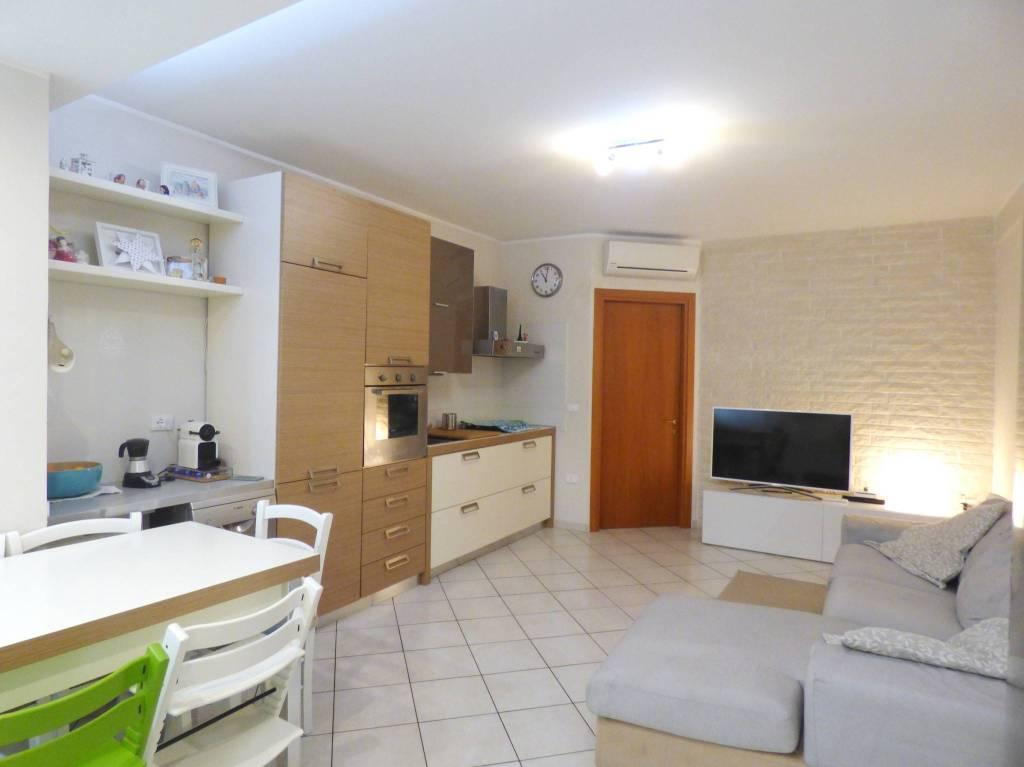 Appartamento in ottime condizioni in vendita Rif. 8230513