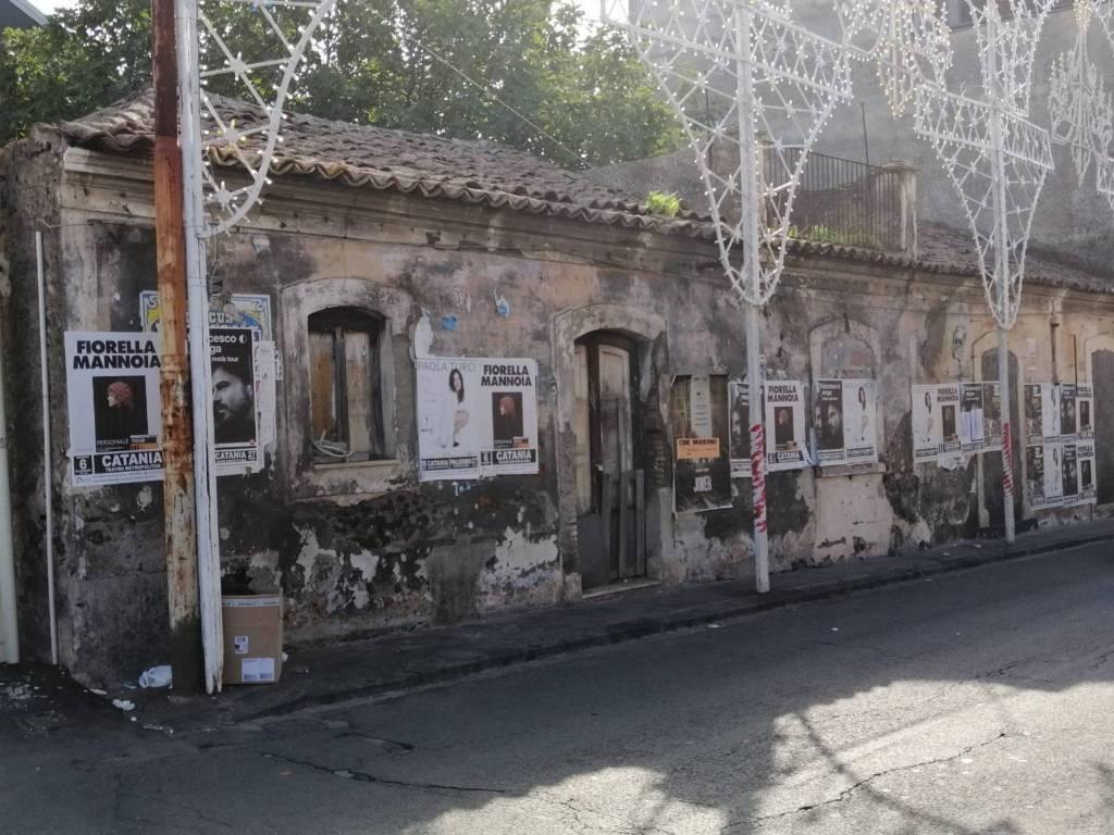 Rustico in Vendita a Gravina Di Catania Centro: 5 locali, 150 mq