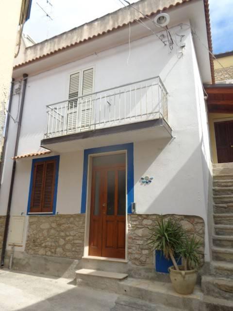 Appartamento in vendita a Roccella Ionica, 6 locali, prezzo € 105.000 | CambioCasa.it