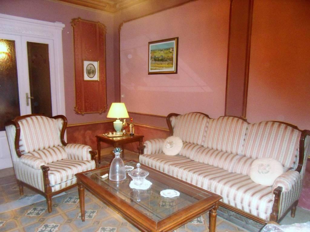 Palazzo / Stabile in vendita a Trecchina, 15 locali, prezzo € 280.000 | PortaleAgenzieImmobiliari.it
