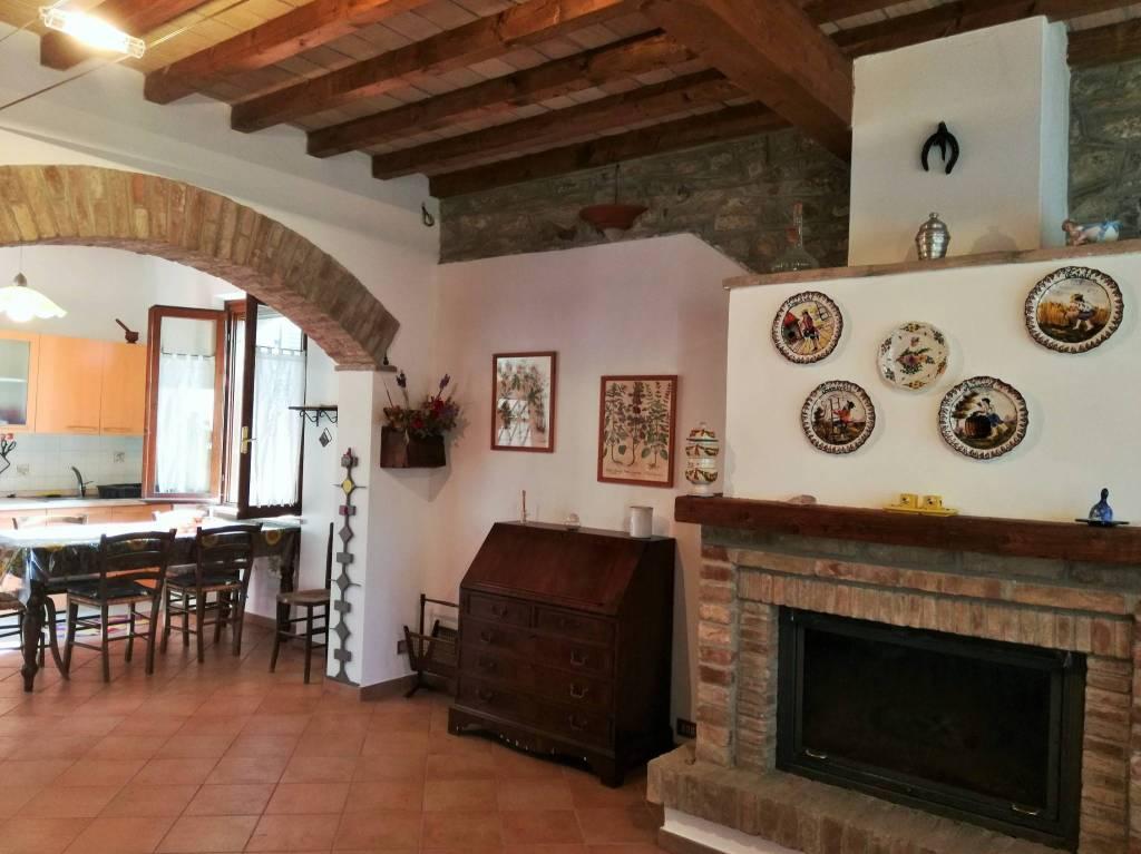 Villa in Vendita a Gropparello: 5 locali, 230 mq