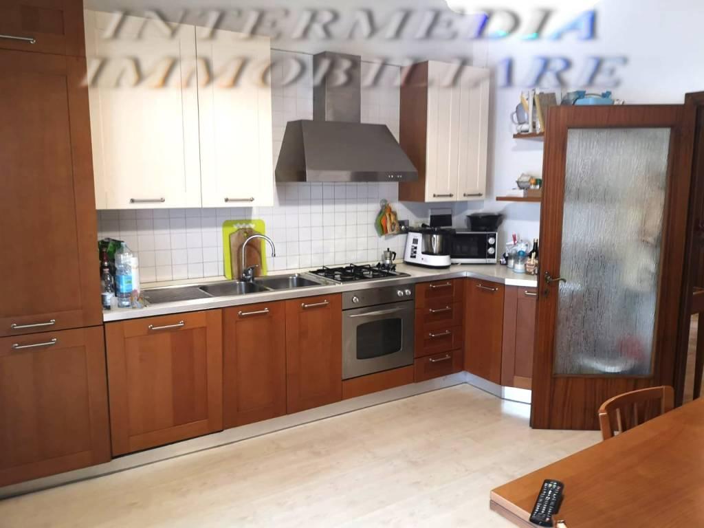 Appartamento in vendita a Montevarchi, 5 locali, prezzo € 138.000 | CambioCasa.it