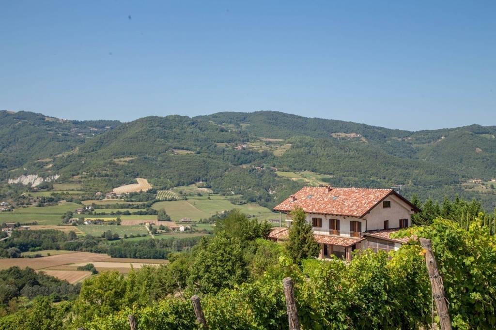 Villa in vendita a Montechiaro d'Acqui, 13 locali, prezzo € 370.000 | PortaleAgenzieImmobiliari.it