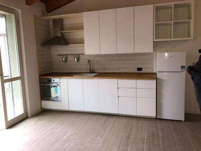 Appartamento in affitto a Travedona-Monate, 2 locali, prezzo € 600   PortaleAgenzieImmobiliari.it