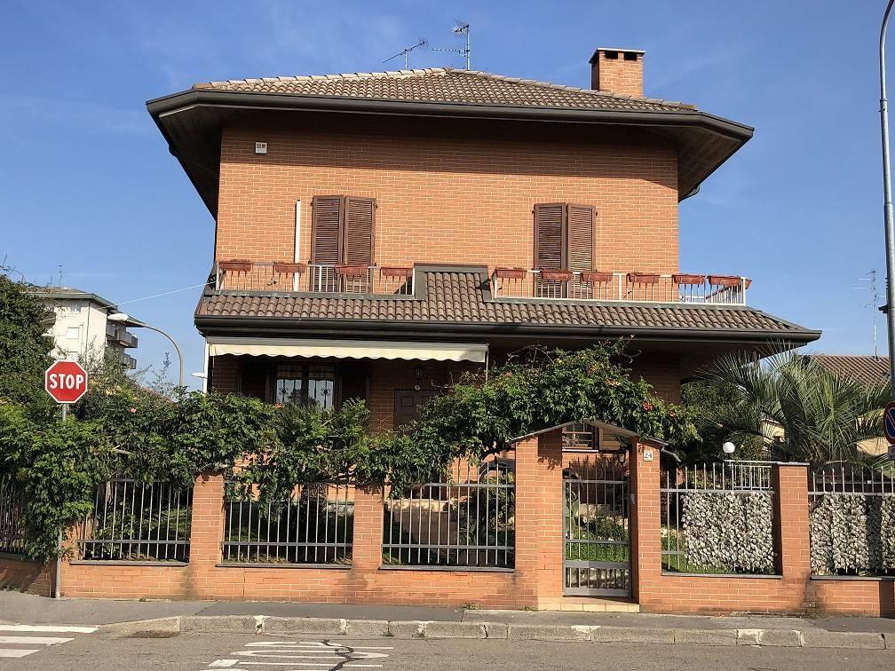 Villa in vendita a Novate Milanese, 4 locali, prezzo € 590.000   CambioCasa.it
