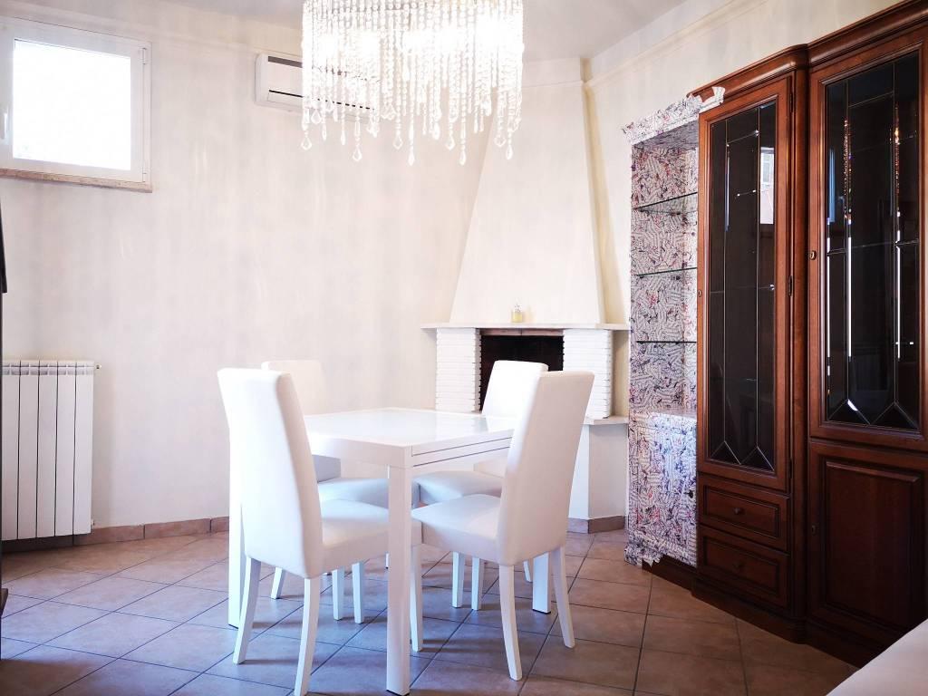 Appartamento in buone condizioni arredato in affitto Rif. 8323536