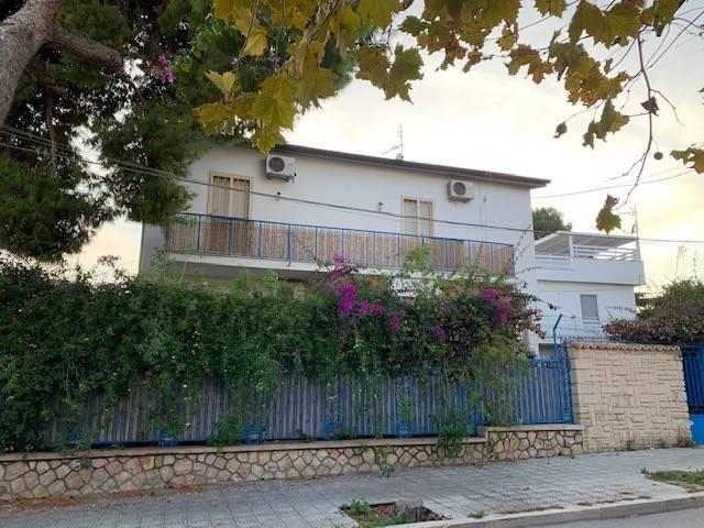 Palazzo in Vendita a Manfredonia Centro: 5 locali, 360 mq
