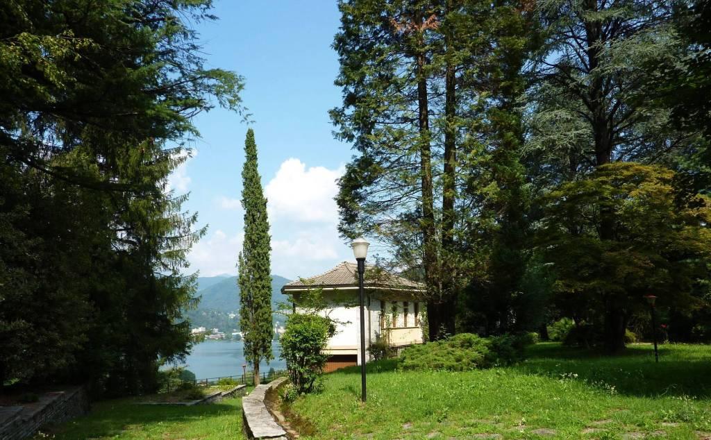 Villa in vendita a Lavena Ponte Tresa, 5 locali, prezzo € 385.000 | CambioCasa.it