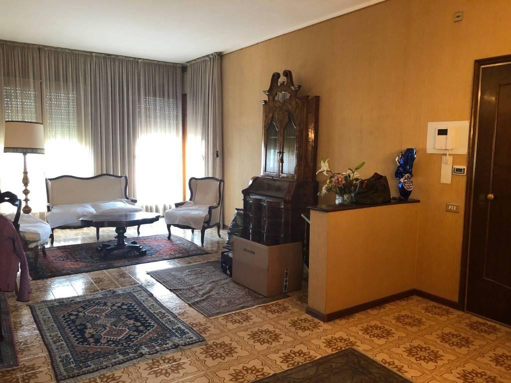 Appartamento in vendita a Alessandria, 5 locali, prezzo € 215.000 | PortaleAgenzieImmobiliari.it