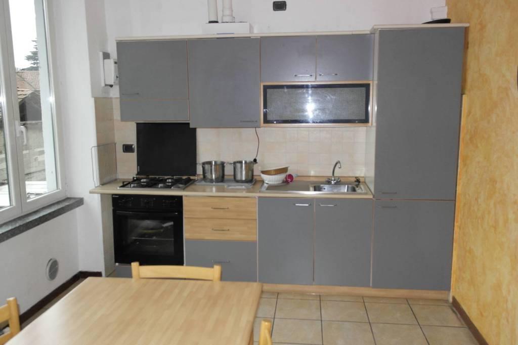 Appartamento in affitto a Besozzo, 2 locali, prezzo € 350   CambioCasa.it