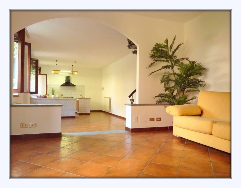 Soluzione Indipendente in vendita a Lonate Ceppino, 4 locali, prezzo € 215.000 | CambioCasa.it