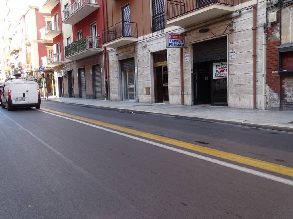 Negozio-locale in Vendita a Bari Centro: 1 locali, 180 mq
