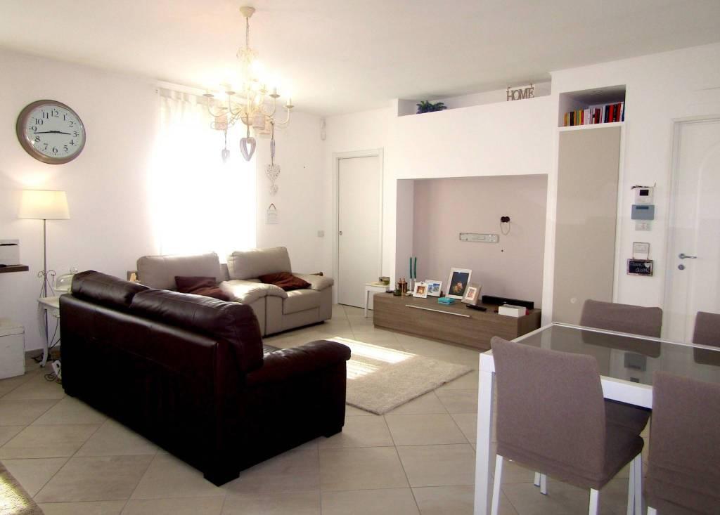 Appartamento in vendita a Sannazzaro de' Burgondi, 3 locali, prezzo € 90.000 | CambioCasa.it