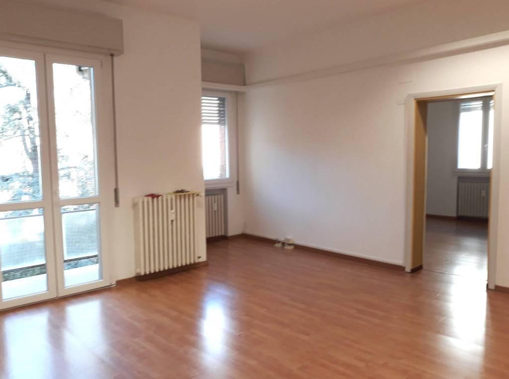 Ufficio-studio in Affitto a Bologna Semicentro Sud: 3 locali, 80 mq