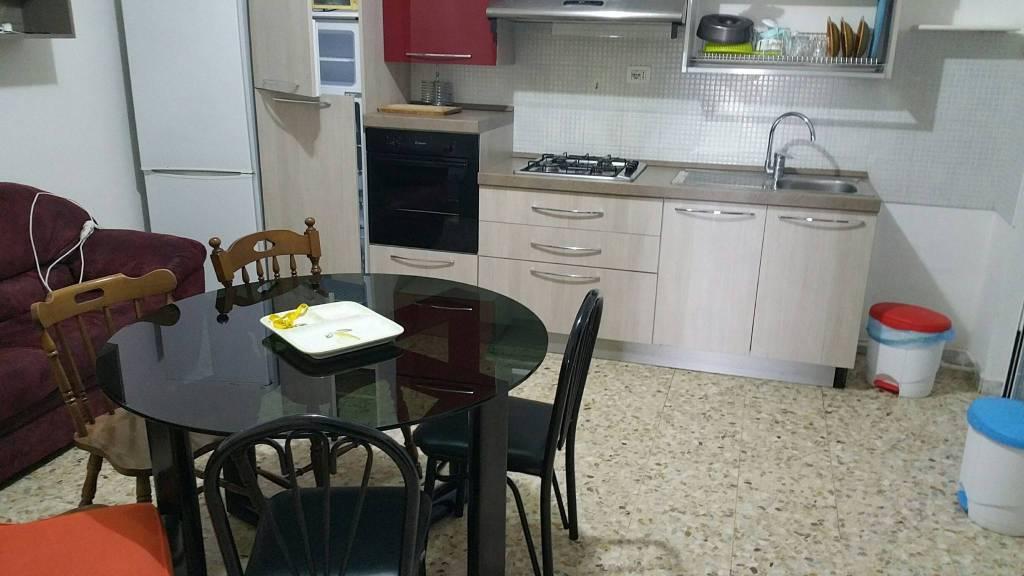 Appartamento in buone condizioni arredato in affitto Rif. 8937971