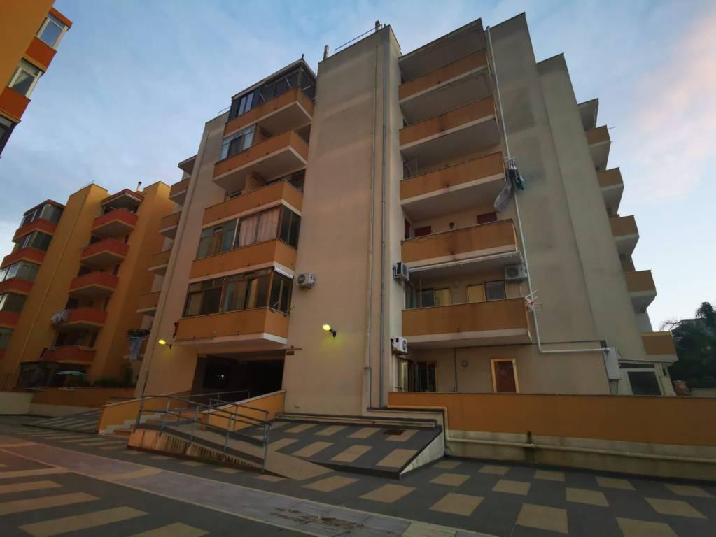Appartamento in vendita a Gallipoli, 6 locali, prezzo € 125.000 | CambioCasa.it